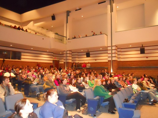 Pete speaks before an attentive crowd at SVSU